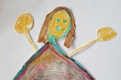 Sådan forestiller Ida sig Alfeline. Tegnet af Ida 6 år. Barnebarn af Grethe og Søren på Lenegård.